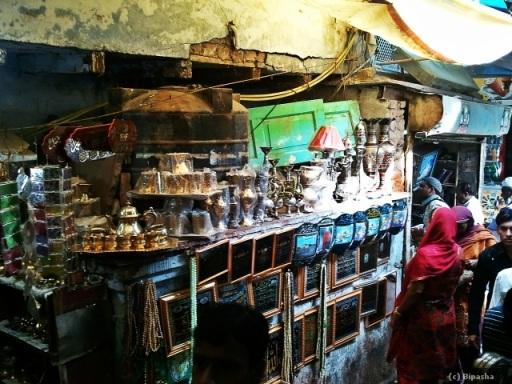 Knick knacks being sold at the Nizamuddin Basti